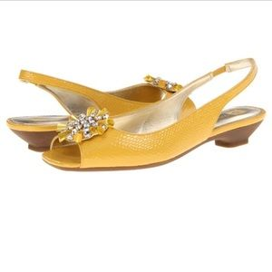 Anne Klein Iflex Junior Yellow Sandal Flats Shoe 8